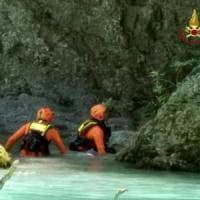Nel Pisano, bimbo di 12 anni muore annegato nel lago a Roffia