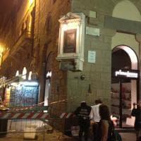 Firenze, studente si aggrappa a un tabernacolo e lo fa crollare: denunciato