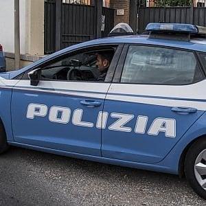 """Firenze, rapina minimarket e usa il suo cane come """"arma"""""""
