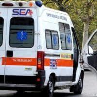 Livorno, incidente sul lavoro:  cade da una finestra mentre lava i vetri