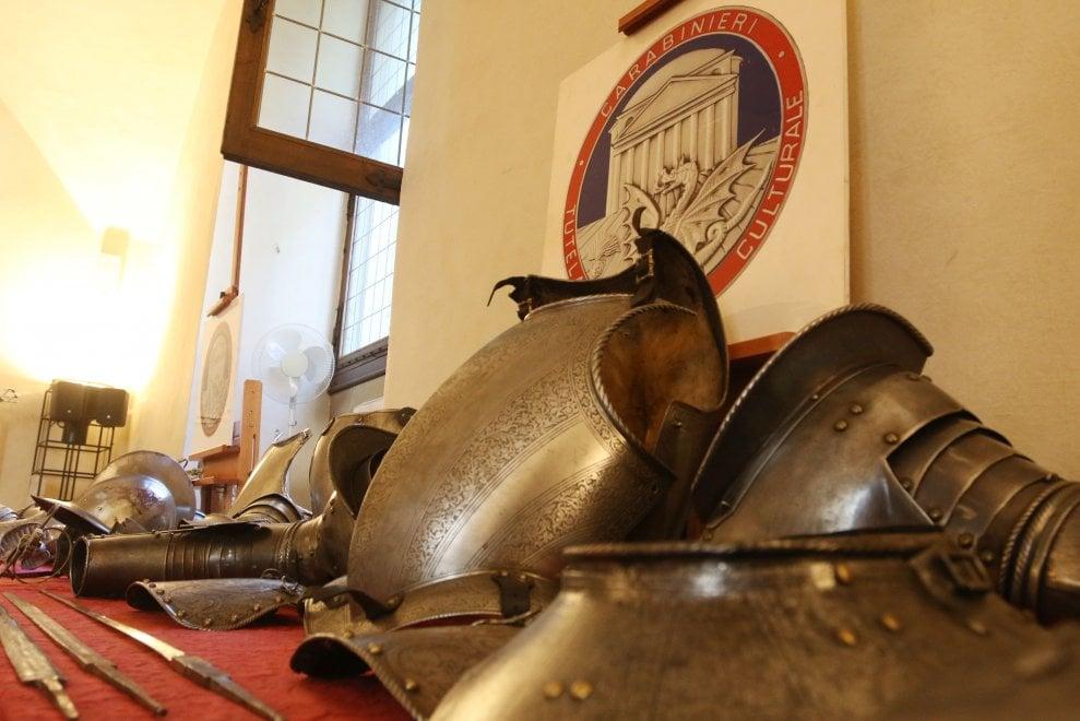 Firenze, tornano a casa le armature del museo Stibbert e del Calcio storico