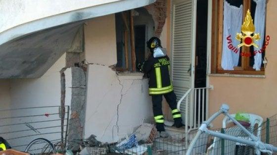 Fuga di gas, esplode una casa nel Livornese: nessun ferito