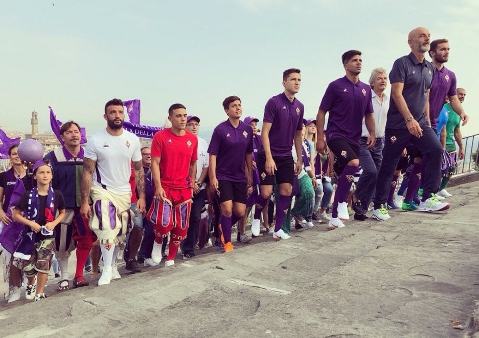 """Fiorentina, """"Noi siamo Firenze"""": backstage fotografico a Piazzale Michelangelo"""