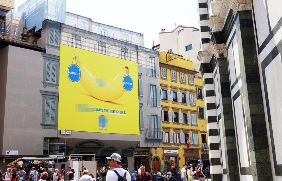 Firenze, polemica per la maxi pubblicità in piazza Duomo