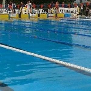 """Firenze, la denuncia di una consigliera: """"Donna in piscina con burkini, l'hanno fatta uscire"""""""