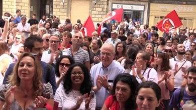 Pisa, contro l'assessore Buscemi manifestanti  irrompono in Consiglio comunale -   video