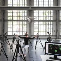 Arriva il drone che si guida con il corpo