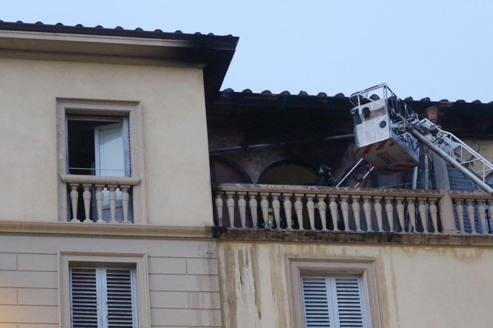 Firenze, fuoco all'hotel Principe sul Lungarno