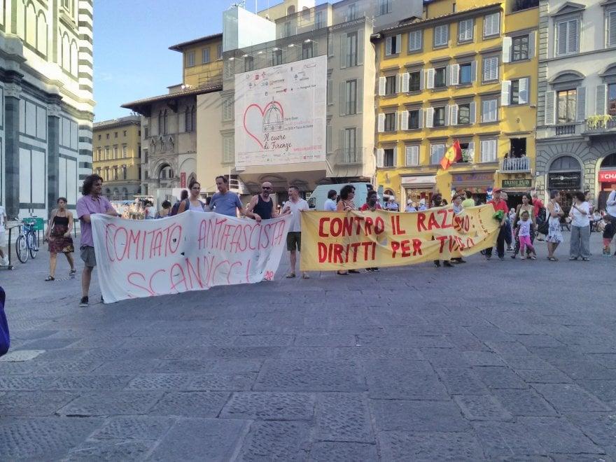 Firenze, presidio anti-razzista in piazza Duomo