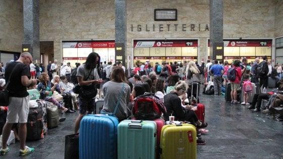 Firenze, parapiglia in stazione a Santa Maria Novella: feriti due agenti della Polfer