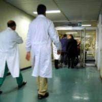 Livorno, 71 enne ricoverato per forma non contagiosa di meningite