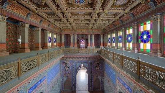 Reggello, entrano di nascosto nel Castello di Sammezzano per un selfie: quattro turisti francesi denunciati