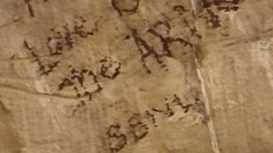 Firenze, scrive a pennarello su Ponte Vecchio: denunciata turista americana
