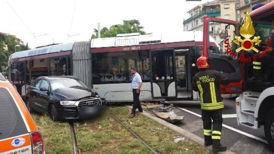 Florence, car against tram line convoy in Piazza Batoni: four wounded