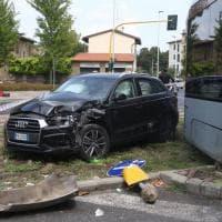 Firenze, l'incidente tra auto e tramvia in piazza Batoni