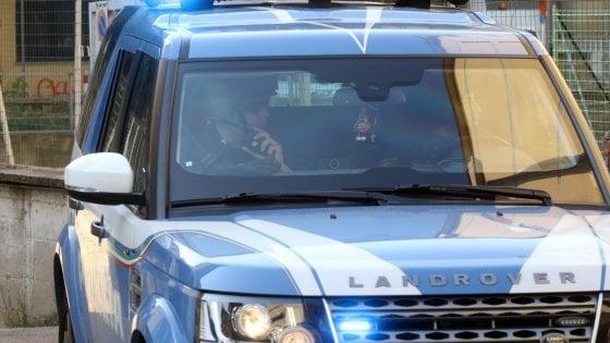 Livorno, quindicenne scende in strada con la pistola del nonno ...