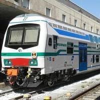 Passeggia con il cane lungo i binari, muore travolta dal treno nel Pisano