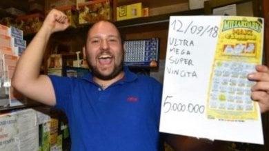 """Rep :   Vince 5 milioni alla lotteria:      """"Li dono a poveri e disabili"""""""