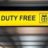 Rubano 12 mila euro di merce nel duty free dell'aeroporto di Firenze: arrestati