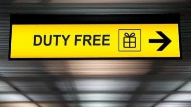Rubano 12 mila euro di merce al duty free dell'aeroporto di Firenze: arrestati