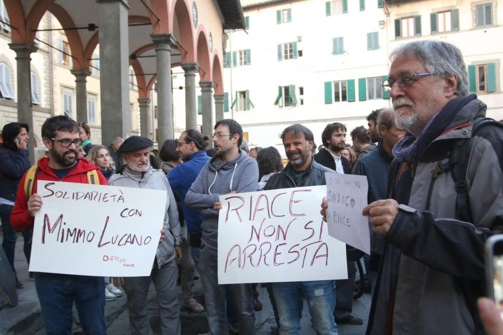 Firenze, in piazza dei Ciompi presidio di solidarietà per il sindaco di Riace