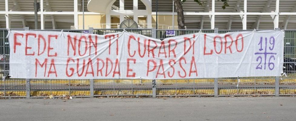 """Fiorentina, striscione per Chiesa citando Dante: """"Non ti curar di loro..."""""""
