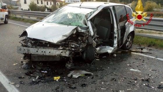 Pistoia, quattro feriti in un incidente stradale: uno è grave