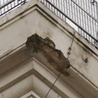 Firenze, si stacca pezzo di cornicione dall'ex teatro comunale