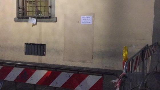 Firenze, si stacca gancio dalla grondaia del palazzo dell'Accademia e del Conservatorio