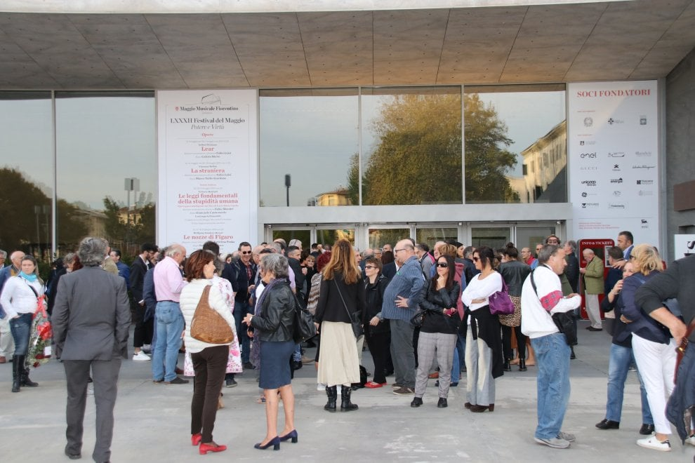 Via alla festa per i 30 anni di Repubblica Firenze, folla al Teatro del Maggio