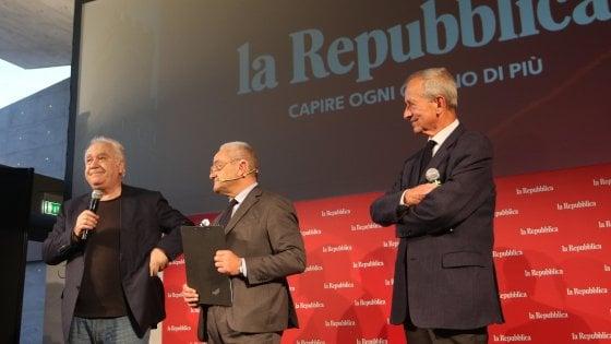 """I 30 anni di Repubblica Firenze, la festa al Teatro del Maggio. Calabresi: """"Le domande sono il sale della democrazia"""""""