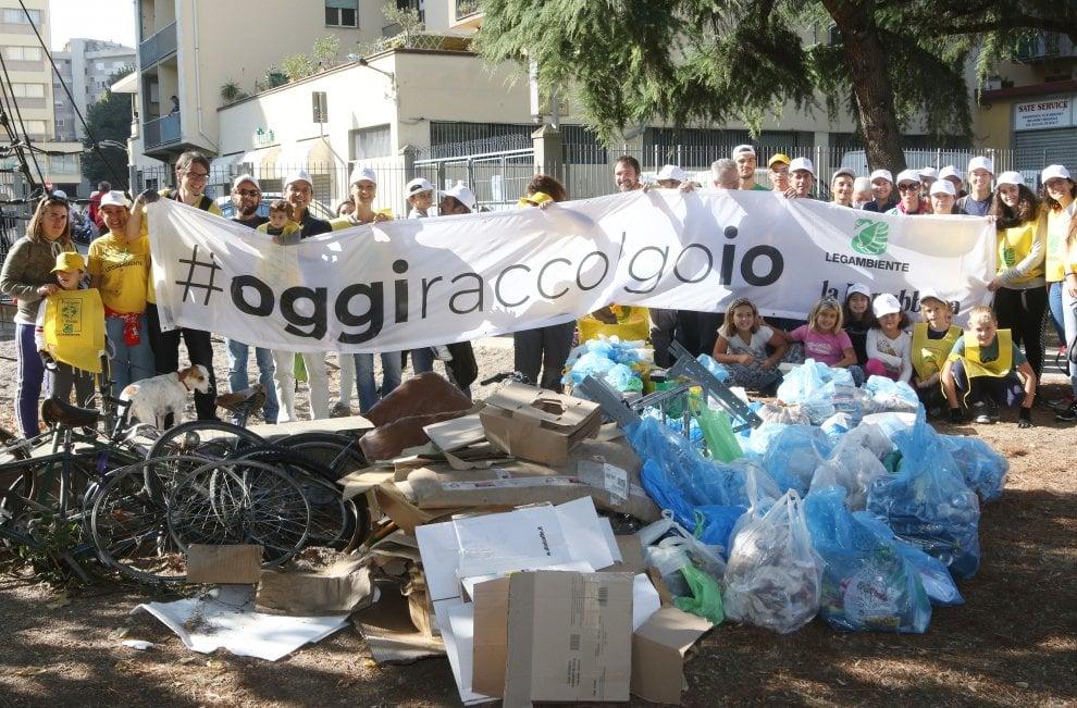 #oggiraccolgoio: tra i  rifiuti abbandonati spunta anche il radiatore di un autocarro