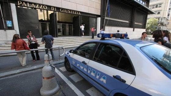 """San Gimignano, """"detenuto dà fuoco al materasso: tre agenti intossicati"""""""