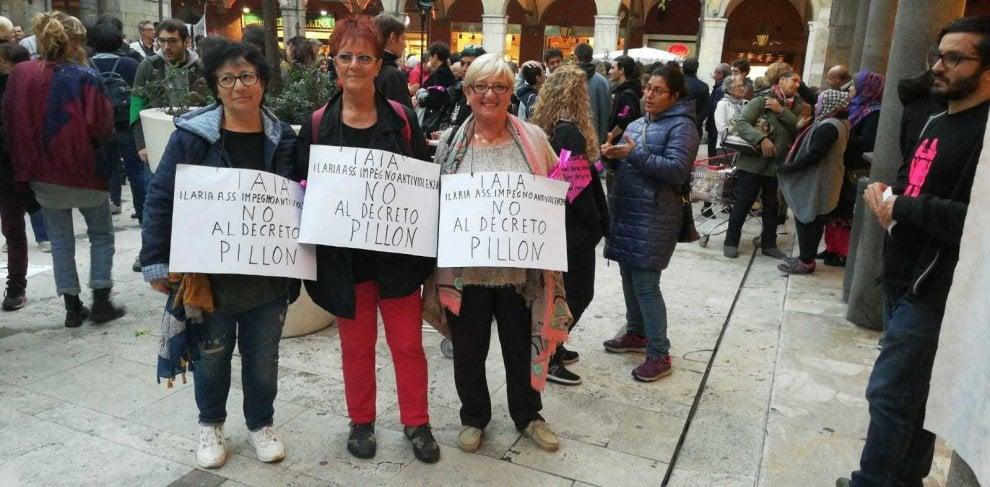 Pisa, donne in piazza contro il ddl Pillon