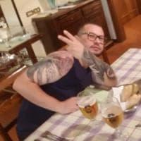 Pisa, ucciso a colpi di pistola sul divano di casa