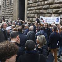 #Giùlemanidallinformazione: a Firenze il flash mob dei giornalisti