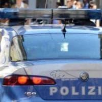 Prato, chiedevano soldi ai cittadini cinesi per far passare i furgoni: arrestati quattro...