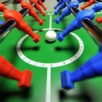 Lucca, la partita a calcio balilla finisce male: spara a salve e poi investe