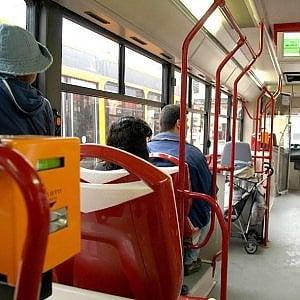 """""""Vattene col cammello"""", autista bus insulta immigrato a Pistoia"""
