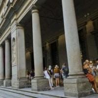 Firenze, colto da malore agli Uffizi davanti alla Venere di Botticelli: salvato da quattro...