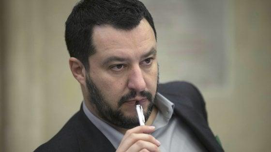 """Salvini attacca il parroco di Perignano: """"Ha messo Gesù nella spazzatura"""""""