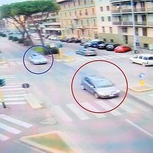 Firenze, sui viali contromano con un'auto rubati