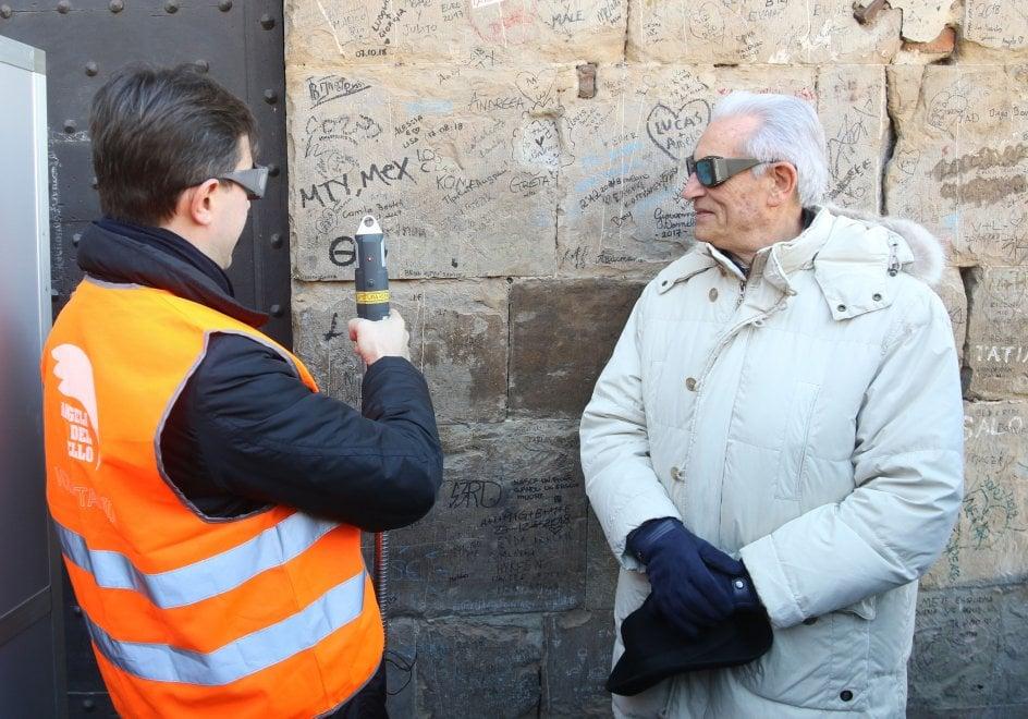 Firenze, arriva il laser antigraffiti per cancellare le scritte dai monumenti