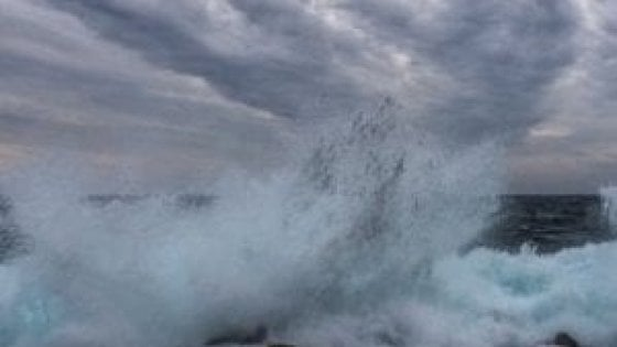 Maltempo, lunedì codice giallo, mareggiate sulle isole