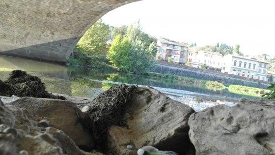 Una barriera nell'Arno per bloccare la plastica prima che arrivi in mare