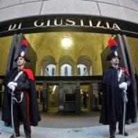 La procura chiede 2 anni per il pm che a Firenze voleva far arrestare l'ex della compagna