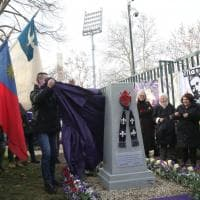 Firenze, ai giardini dello stadio la lapide per ricordare i tifosi morti