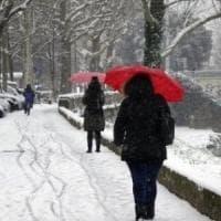 Martedì allerta neve in Toscana: scuole chiuse in alcuni comuni, Trenitalia