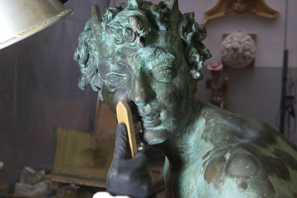 Firenze, ninfe, fauni e satiri: iniziato il restauro dei bronzi della fontana del Nettuno
