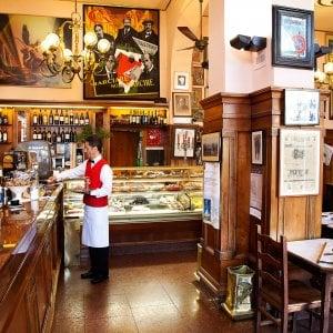 Firenze, sequestrato il marchio delle Giubbe Rosse: ora l'asta per lo storico caffé può partire